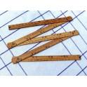 Ancien mètre pliant en bois de menuisier